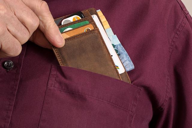 muž s peněženkou