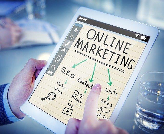 tabulka ukazující součásti online marketingu